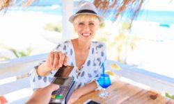 Les réflexes à adopter en vacances à l'étranger avec votre carte bancaire.