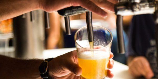 Non, ingurgiter des quantités d'alcool n'a absolument rien de bénéfique pour l'organisme.