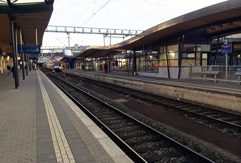 Gare de Luxembourg, avec vue sur les rails