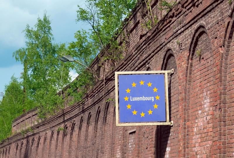 panneau indiquant le Luxembourg à la frontière